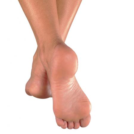 Marcher pieds nus au sol