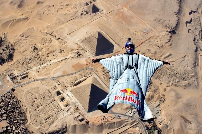 Cedric Dumont Wingsuit Flies Pyramids RedBull Vous Donne Des Ailes